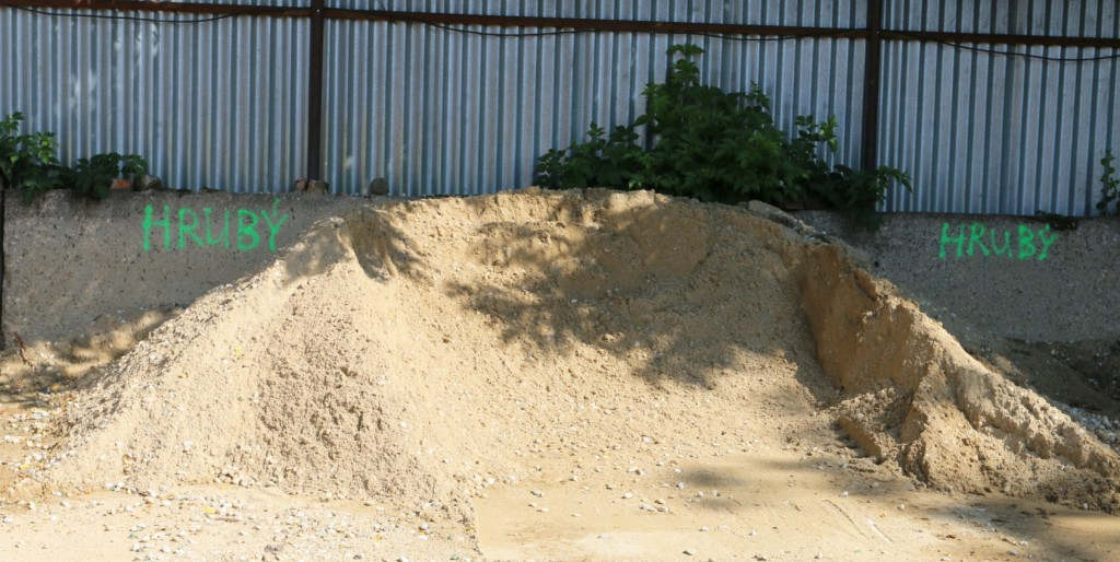 hrubý písek